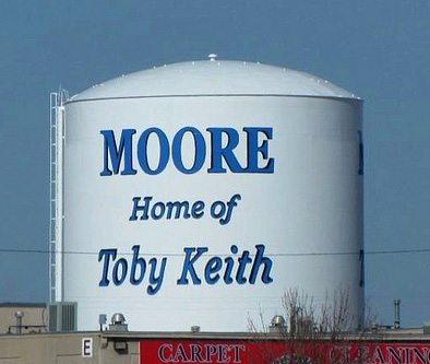 Toby Keith praying for his hometown